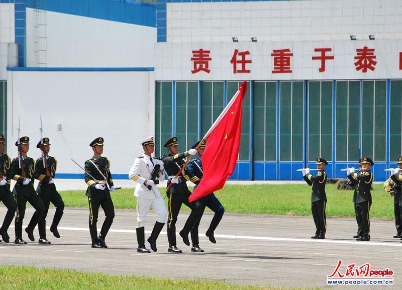 组图:驻港部队石岗军营开放 市民体验部队生活