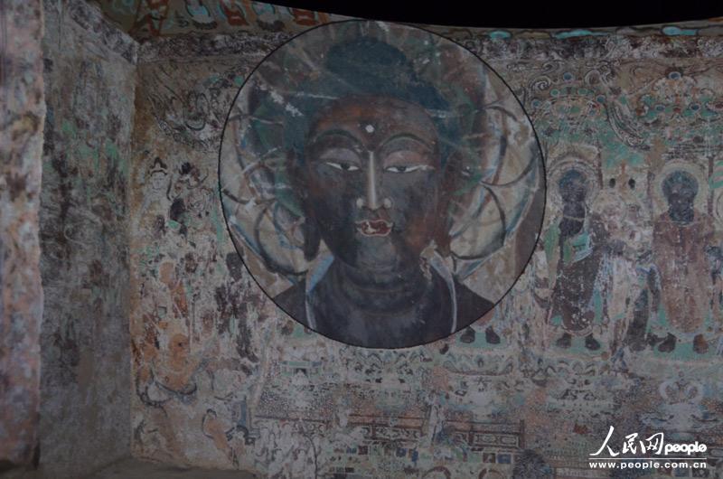 """通过""""虚拟放大镜""""观看高清晰度壁画细节,为很多佛教研究人员继续研究"""
