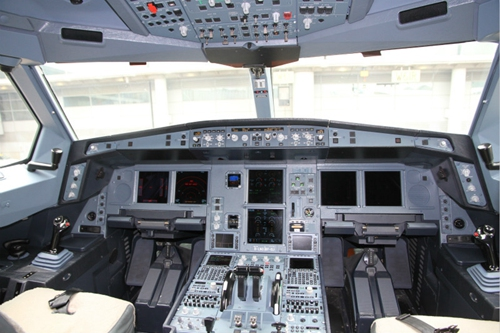 香港航空飞机驾驶舱(摄影:李斯琦)