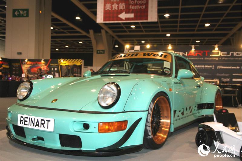 香港車展作為購物節其中一環,展出名車超跑供車迷大飽眼福。(攝影:陳瑤)