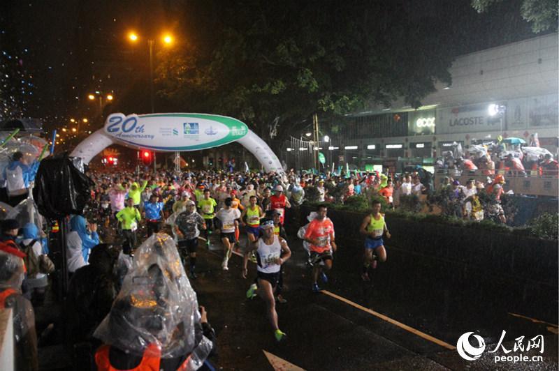 人民网香港1月18日电 一年一度的香港渣打马拉松17日举行,虽然比赛