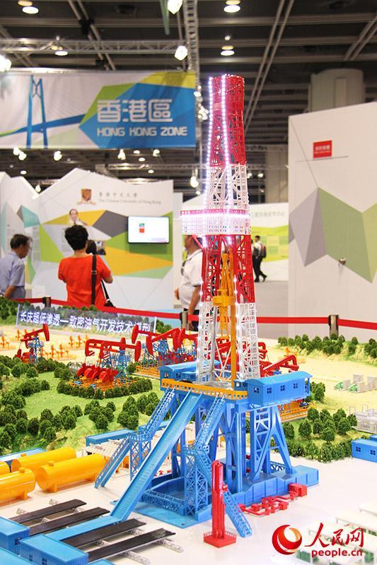 超低渗—致密油气田开发技术帮助长庆油田2013年产油气量突破5000万吨。(摄影:潘诗航)
