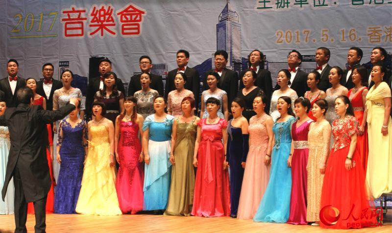 泉州市嗓音艺术学会合唱歌曲《我爱东方之珠》(摄影:辜雨晴)