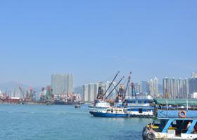 """2016    人民网记者走进香港,围绕""""同根同心 共建共赢""""为主题,聚焦香港积极参与国家""""一带一路""""倡议,科技创新、环境保护、文化领域,深度挖掘、多角度展现香港在""""一国两制""""下多元发展、与内地合作共赢的积极面貌。[详细]"""
