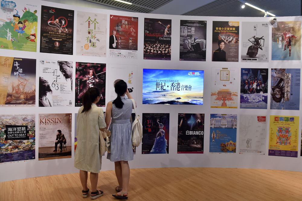 """香港和祖国""""同心""""在""""一起"""",共同推进香港的繁荣稳定和国家的对外开放和现代化建设,为实现中华民族伟大复兴一起创造更美好明天"""