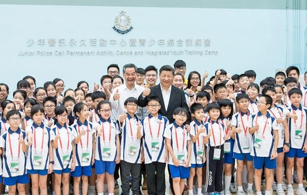 习近平考察香港少年警讯永久活动中心暨青少年综合训练营