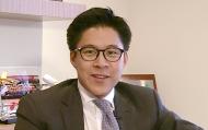 20年前,香港回归祖国的时刻对年轻的霍启刚有着深刻的影响。自此,他便致力于助力香港青年群体的发展。