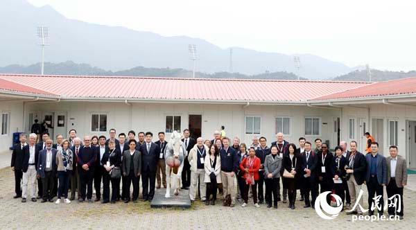 政府官员与业内专家参观从化马匹训练中心