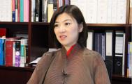 容海恩谈到自己由一位律师转变为立法会议员的经历,她期望为推动香港社会向前发展做出更多贡献,同时亦鼓励香港青年走进内地。