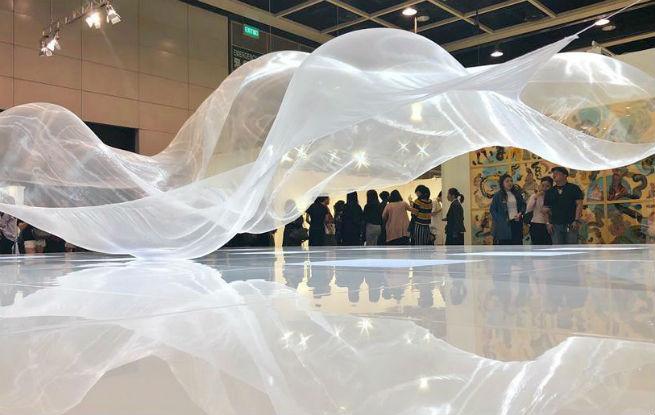 巴塞尔艺术展香港展会公众开放日受追捧