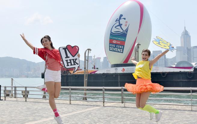 国际七榄赛6日开赛 香港维港竖起25米巨型橄榄球装置