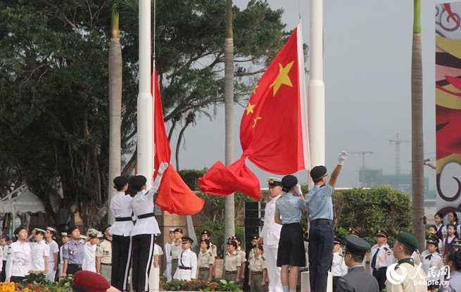 """香港举行""""五四""""升旗礼 纪念""""五四运动""""99周年"""