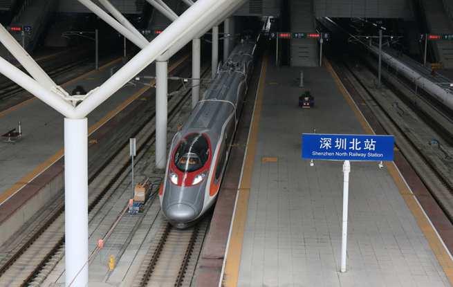 香港高铁首次开到深圳北站  广深港高铁开始跨境试运行