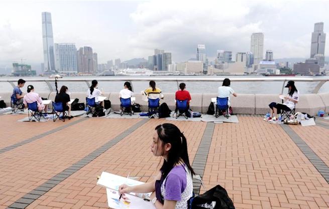"""香港举办""""全港青少年绘画日"""""""