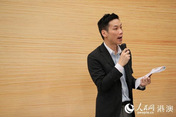 香港贸易发展局制造业拓展高级经理李柏龄介绍展览重点内容。(图片由主办方提供)