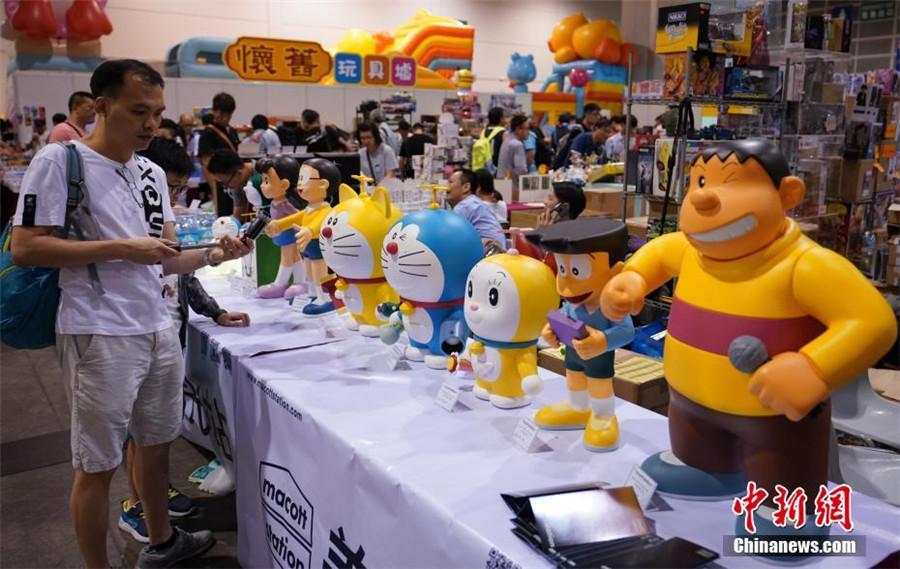 """香港玩具节怀旧玩具吸引成年""""玩具迷"""""""