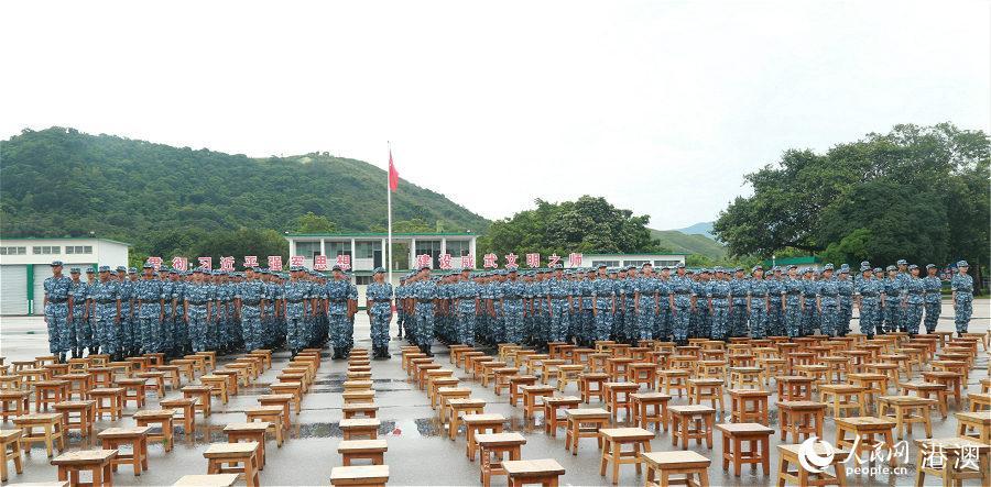 第十五届香港青少年军事夏令营结业典礼28日上午在驻香港部队新围军营举行。(摄影:辜雨晴)