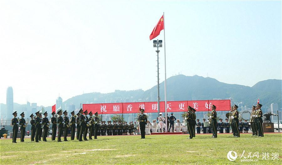 驻港部队举行升国旗仪式。(摄影:辜雨晴)