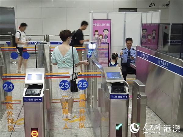 """香港高铁时代:""""一地两检""""晒出周年小考成绩单"""
