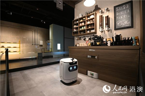 """香港本地机械人""""饭团"""",可提供餐饮运送服务(图片由香港科学馆提供)"""