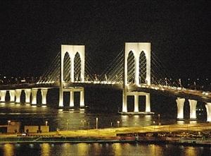 澳门三跨海大桥逾千射灯离奇失窃 料损失数百