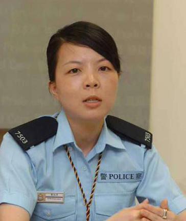 香港警方展开扫黄行动 众警花 放蛇 拘寻芳客